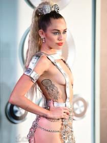 VMAs 2015: Miley Cyrus, sus looks más polémicos