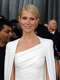 Vestidos con capa: El lado super heroína de las celebrities