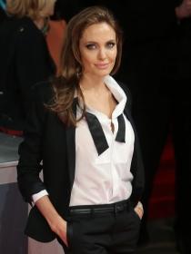 Angelina Jolie y otras famosas con esmoquin femenino