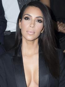 Kim Kardashian y otras famosas contra la violencia de género