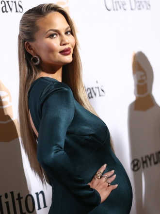 Chrissy Teigen embarazada: sus mejores looks premamá