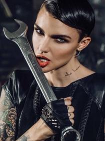 Ruby Rose y otras famosas con tatuajes en el cuello