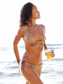 Rihanna en biquini: oda al cuerpazo y al calor más sexy