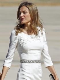 Los 10 vestidos blancos más veraniegos de la reina Letizia