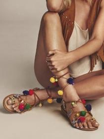 6 sandalias con pompones de las que te enamorarás