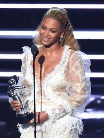 8 veces que Beyoncé se vistió de novia con un vestido blanco