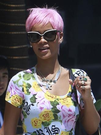 Rihanna y otras celebrities con el pelo rosa