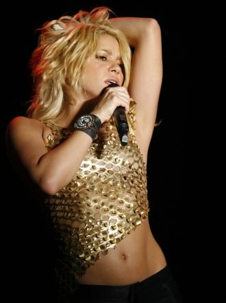 Shakira y otras famosas que presumen de abdominales