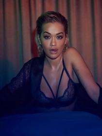 Las fotos prohibidas de Rita Ora en lencería que querrás ver