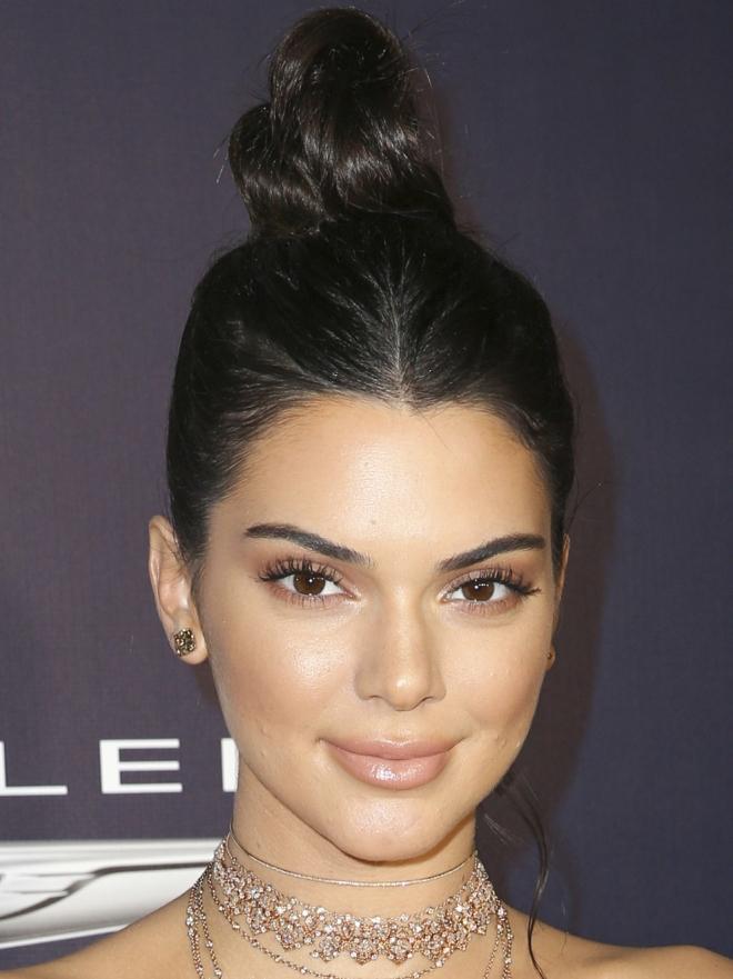 Kendall Jenner y los 7 moños para el día a día