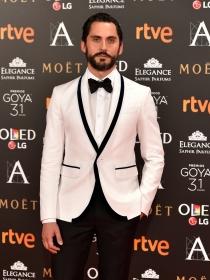 Goya 2017: Paco León y el glamour de los looks masculinos