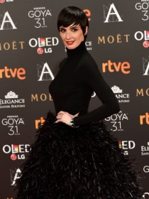 Vestidos negros: Paz Vega y el 'lado oscuro' de los Goya 2017