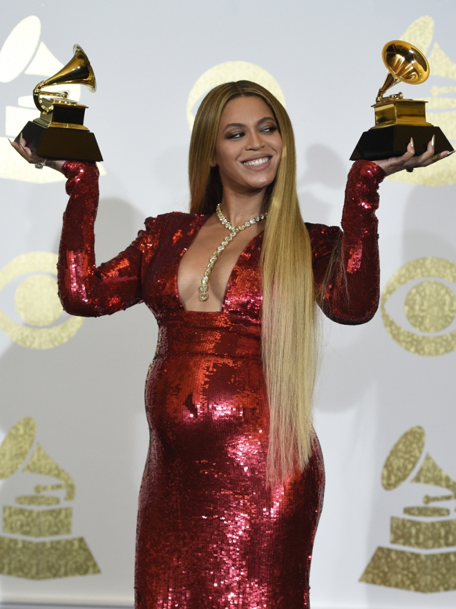 Grammys 2017: Beyoncé y otros famosos en la red carpet