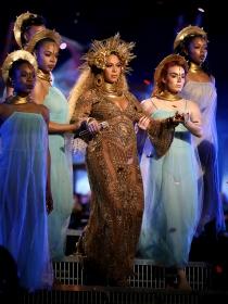 Beyoncé y otras divas que brillaron en los premios Grammy 2017