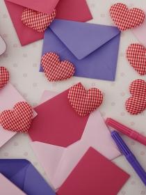 Tarjetas preciosas con dibujos de corazones para San Valentín
