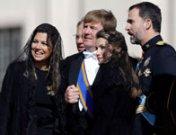 La primera gran misa del Papa Francisco: Letizia y el mundo
