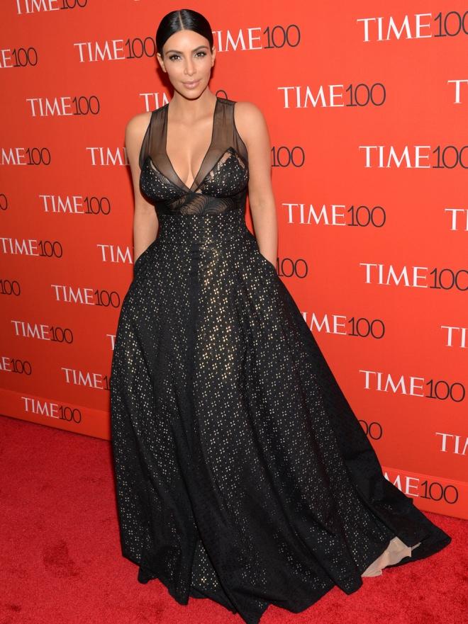 Los looks de Kim Kardashian: una adicta a los vestidos
