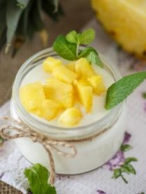 POSTRE: Cuajada de yogur y piña