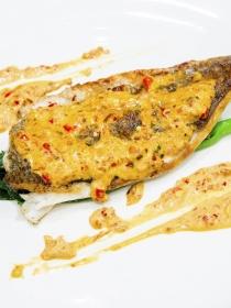 Bacalao fresco con salsa aromática de mostaza