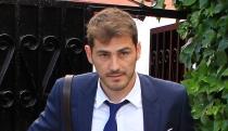 Iker Casillas, más pendiente de Sara Carbonero que del Mundial