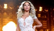 Un descuido de Beyoncé deja sus pechos al descubierto