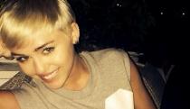 Miley Cyrus calienta Instagram, ¿estrenando escote?