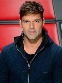Ricky Martin calienta el verano con La mordidita