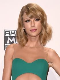 Taylor Swift, de gira con 1989, se lanza al mundo de la moda