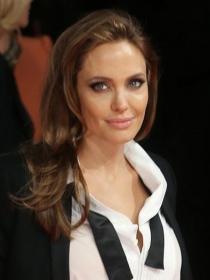 Angelina Jolie y Anne Hathaway: cómo llevar el esmoquin femenino