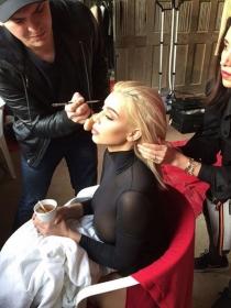 Así es un día en la rutina de maquillaje de Kim Kardashian
