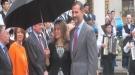 Letizia y el Príncipe Felipe disfrutan de su amor bajo la lluvia