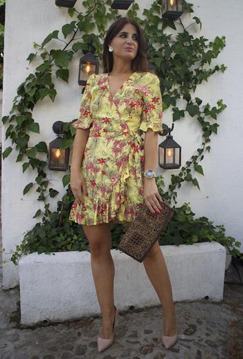 e371333746 Qué tiene el vestido de flores de Zara que lo llevan todas