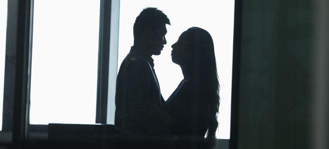 Historia de amor en el trabajo enamorada en la oficina for Origen de la oficina