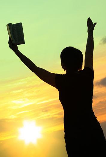 Mensajes bíblicos: busca la felicidad en la Biblia