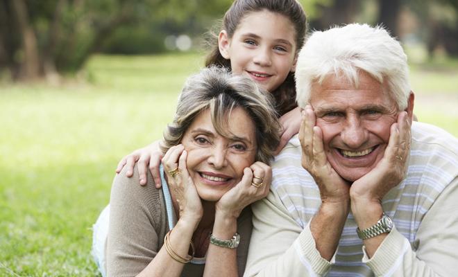 Los abuelos y abuelas son muy importantes en todas las familias