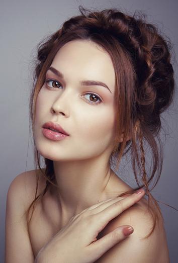 lucir un maquillaje en tonos claros nos da muchas ventajas puesto que es el ms adecuado para lucir en cualquier situacin tanto para ir a trabajar como