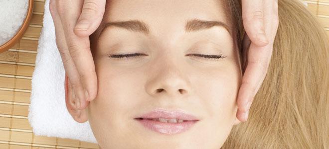 alto masaje sentado en la cara