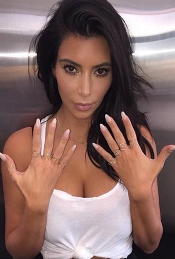 La manicura de Kim Kardashian
