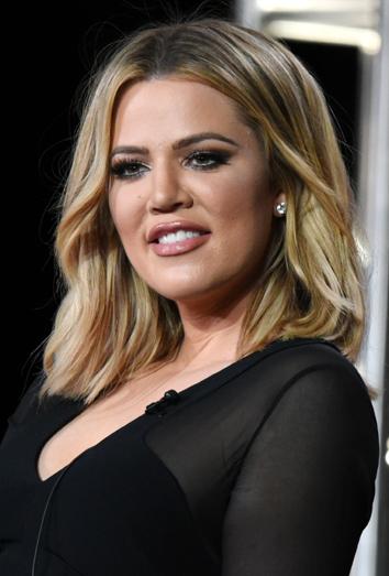 Que color de pelo tiene khloe kardashian