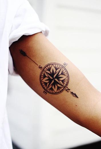 tatuajes para mujeres brujula