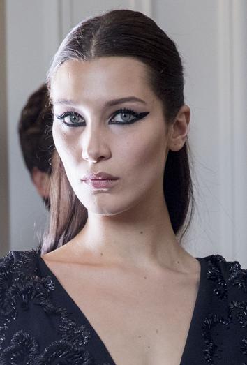 Logra tus ojos de gata con el maquillaje de Dior de Bella Hadid