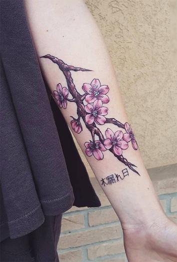 Ideas de tatuajes para chicas muy pálidas