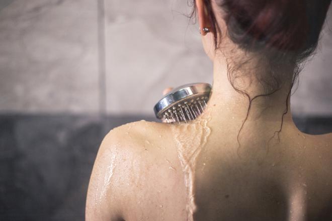 Agua fría o agua caliente, ¿qué es mejor para ducharse?