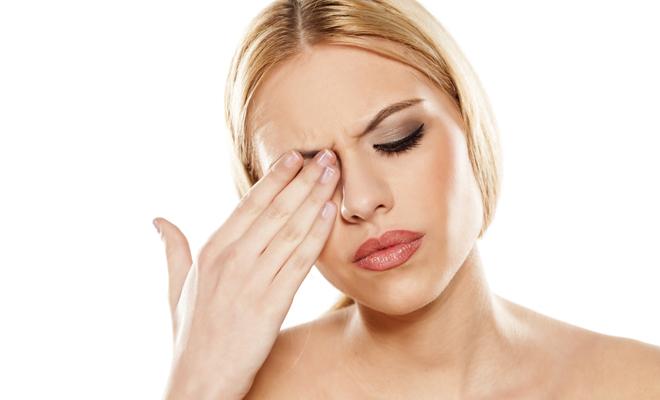 Estos son los peligros de la alergia a las sombras de ojos y al eyeliner