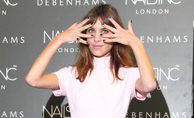 Las uñas de Alexa Chung: ¿Sabes cómo hacerse la manicura?