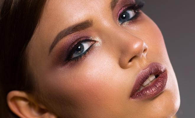 8aac11131 Tres maquillajes perfectos para tu graduación