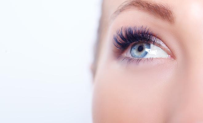 La vaselina hace crecer tus pestañas, ¿mito o realidad?