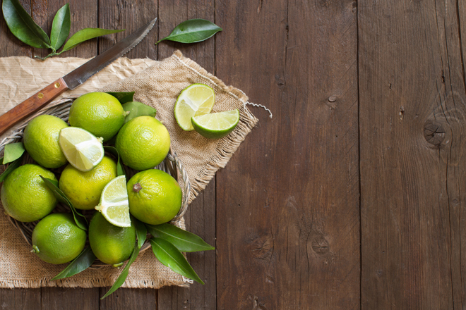 Agua tibia con limon para adelgazar mito o verdad