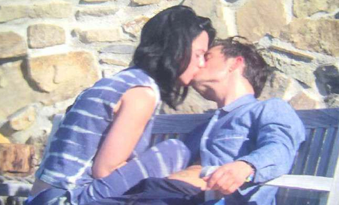 Katy Perry y Orlando Bloom comparten besos y mimos