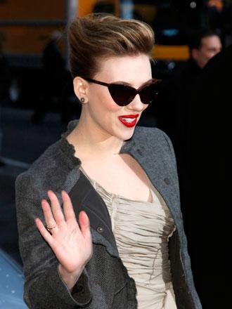 Famosos como Scarlett Johansson ya se han apuntado al estilo de gafas cat eye.